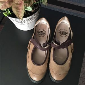 Palladium comfortable maryjane shoes size 7